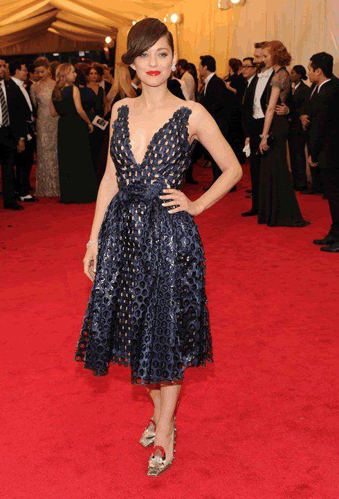 MET Gala 2014: Marion Cotillard- Luciendo un Dior.