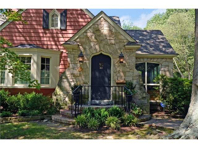 Charming Cottage In Memphis Tn With Images Cottage Barn House Outdoor Living