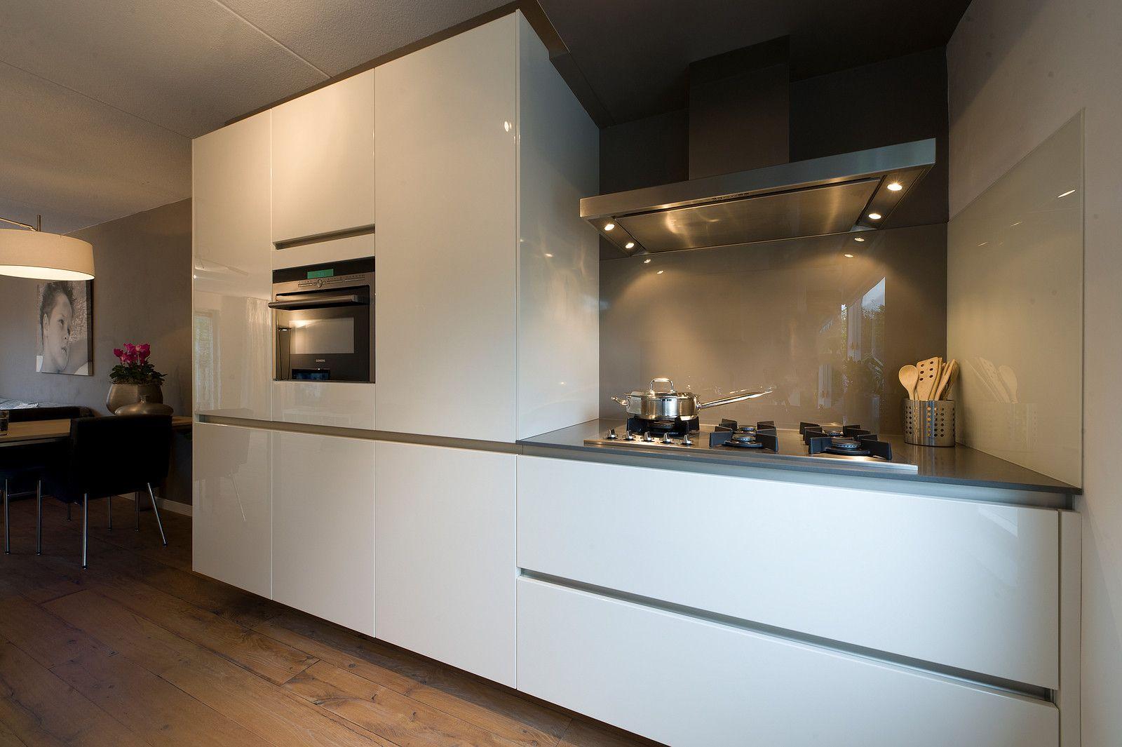 Greeploze Witte Keuken : Greeploze witte hoogglans keuken ideeën voor het huis