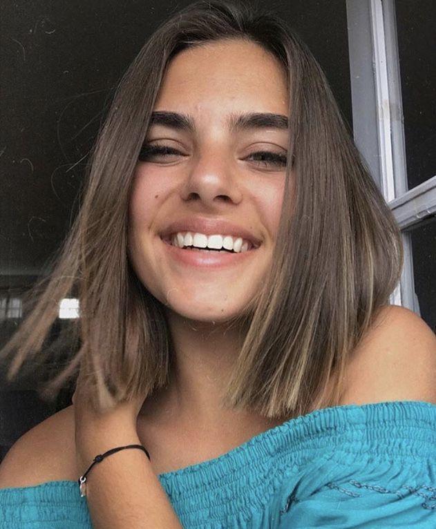 Kurze Haare - Haare schneiden, schulterlang, hellbraunes Haar, Lächeln, natürlich #haircolorideasforbrunettes