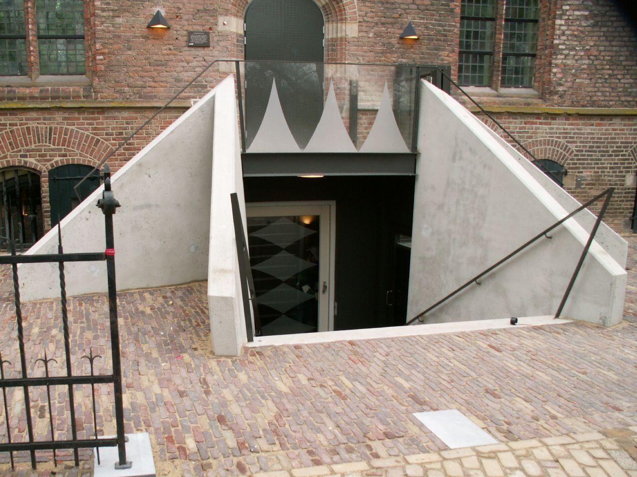 Van der Vegt is bij uitstek de producent van niet alledaagse objecten. Door de vakkennis die in het bedrijf aanwezig is, kunnen de meest uiteenlopende voorwerpen gemaakt worden. Door  vakkennis kunnen de meest diverse trappen en balustraden gemaakt worden.
