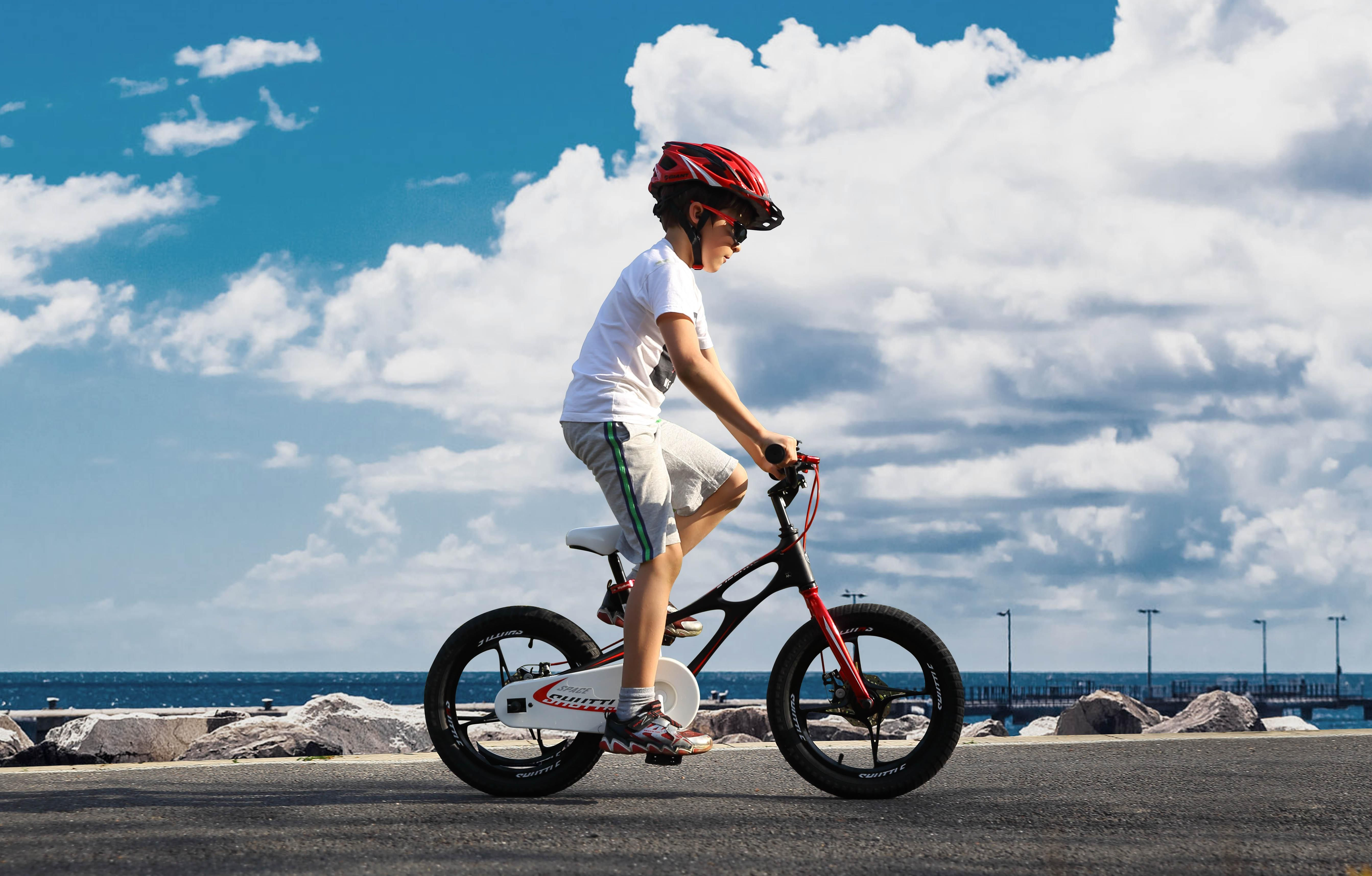 b7b045025fec Amazon.com : RoyalBaby newly-launched Space Shuttle kids bike, lightweight  magnesium frame