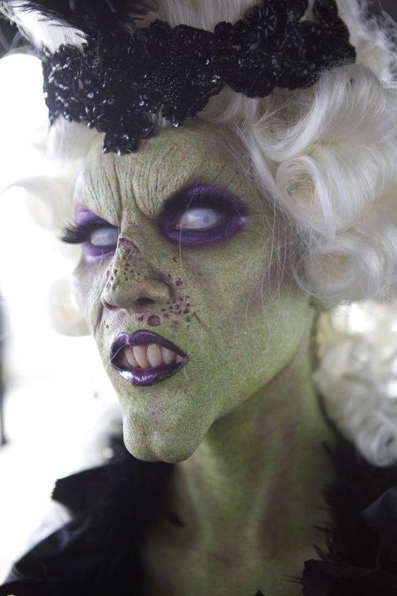 Halloween Gesichter Hexe.Halloween Hexe Schminke Gruenes Gesicht Lila Lippenstift Augenschatten Weisse Augenlinsen Halloween Hexe Monsterschminke Halloween