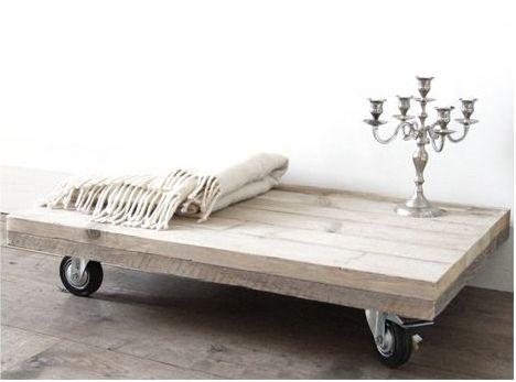 Schitterende tafel op wielen van steigerhout! prachtige sfeer