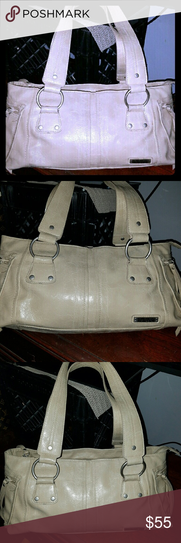 Kenneth Cole reaction bag Mint condition..Looks new ..Kenneth Cole reaction handbag ...Super super cute but I need a big bag Kenneth Cole Reaction Bags Shoulder Bags