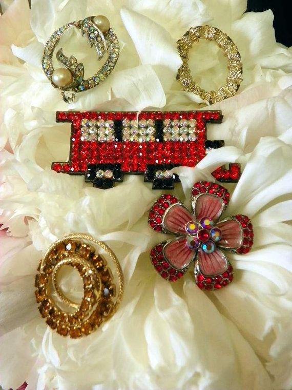 Vtg Destash Lot of  Five  Assorted  Pins  Lotsa by PendragonFarm, $13.50
