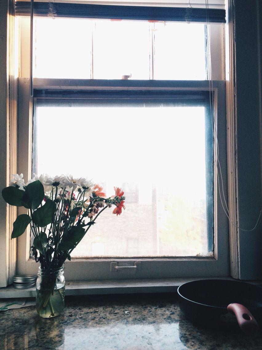 Saturday evenings & kitchen flowers