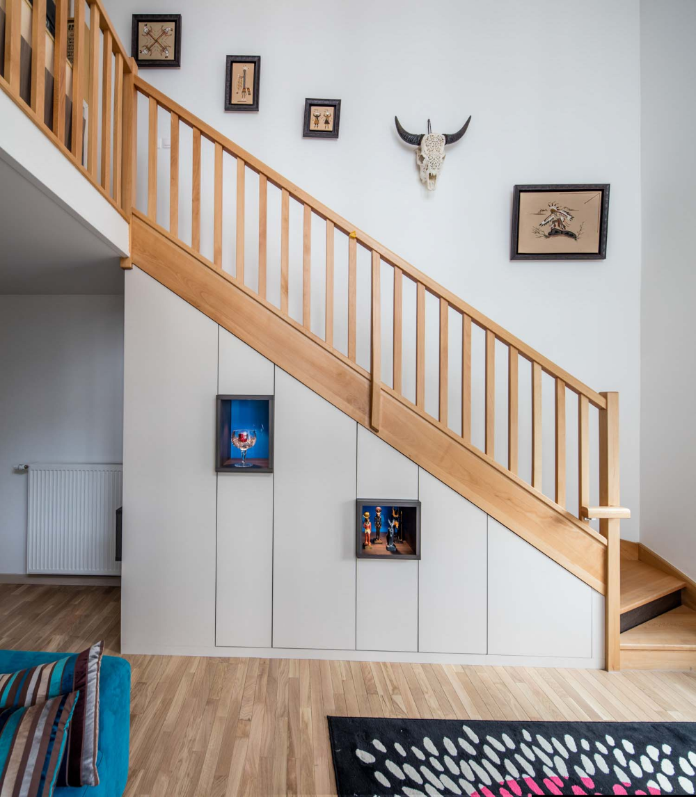 Sous-escalier sur-mesure et niches incorporées en 2020 (avec images) | Sous escalier ...