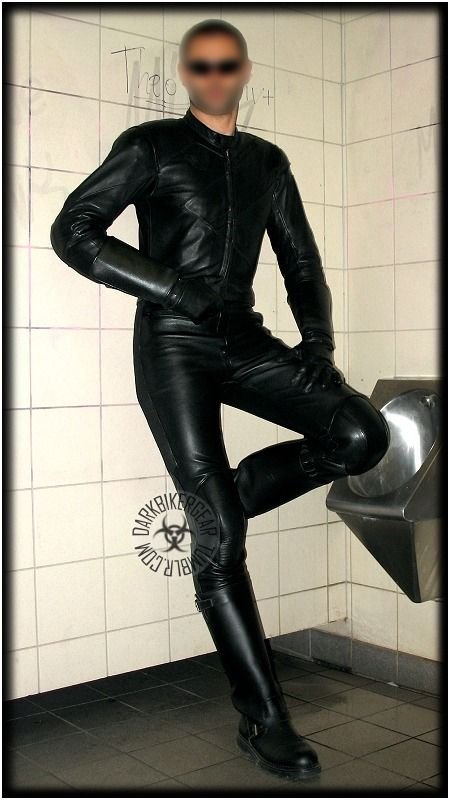 My gay life in skintight leather, latex rubber, neoprene, spandex and tall 7ba40cfb95f