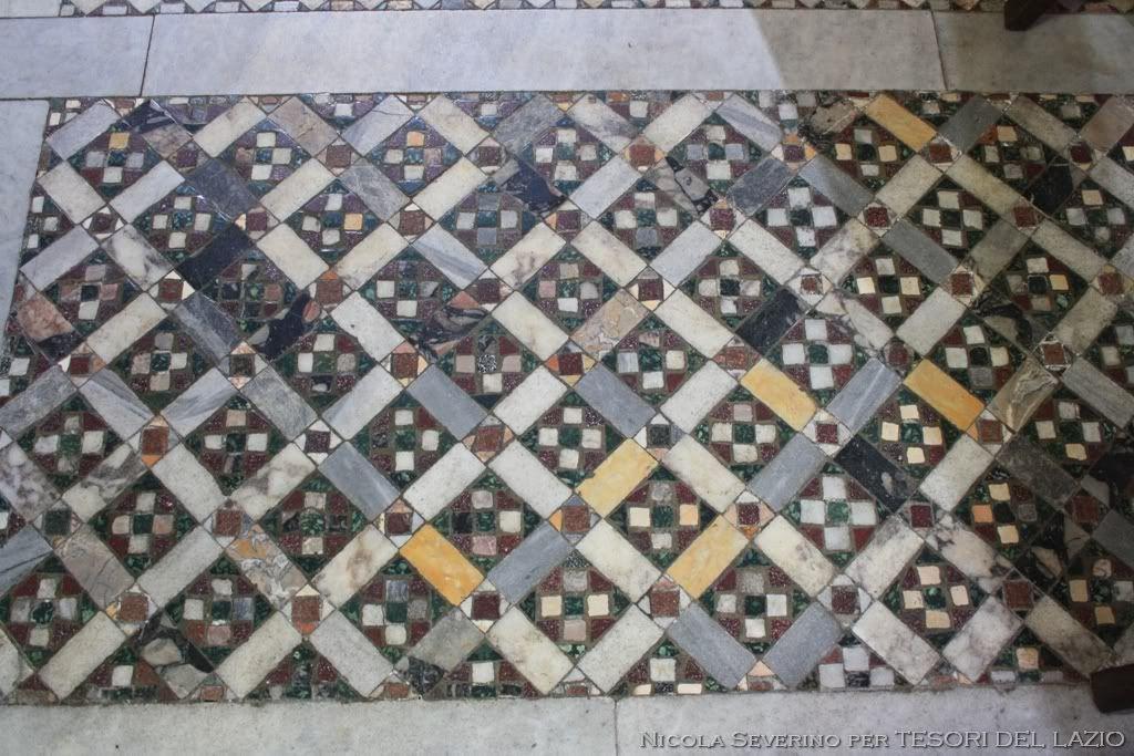 Fig 2 ferentino cattedrale un riquadro del pavimento for Pavimento con mosaico