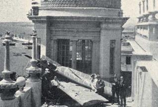 Un Avión Sobre La Casa Carbonell El 26 De Junio De 1925 Un