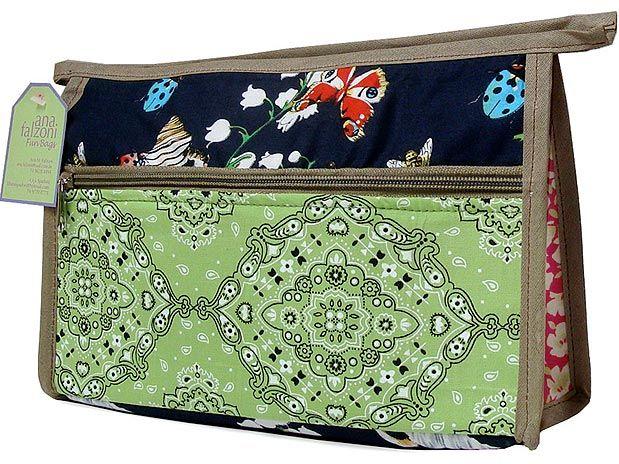 O nécessaire de patchwork de tecidos é assinado pela designer Ana Falzoni - 18ª Craft Design  Foto: Divulgação