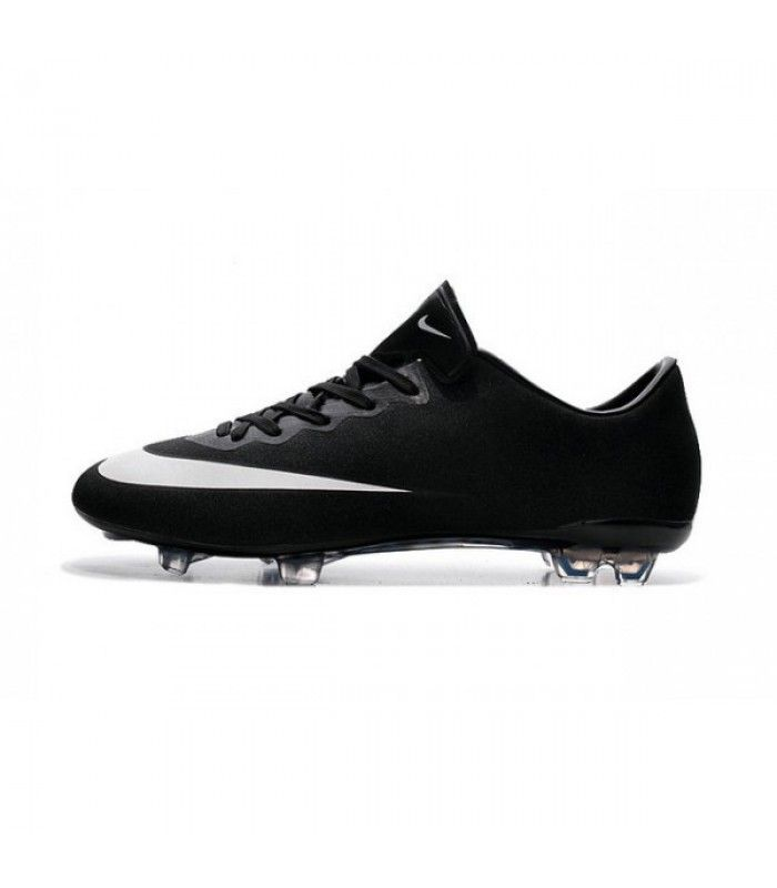 nouveau style 92d37 6cdcf Pin by tyra zika on chaussure foot solde | Football boots ...