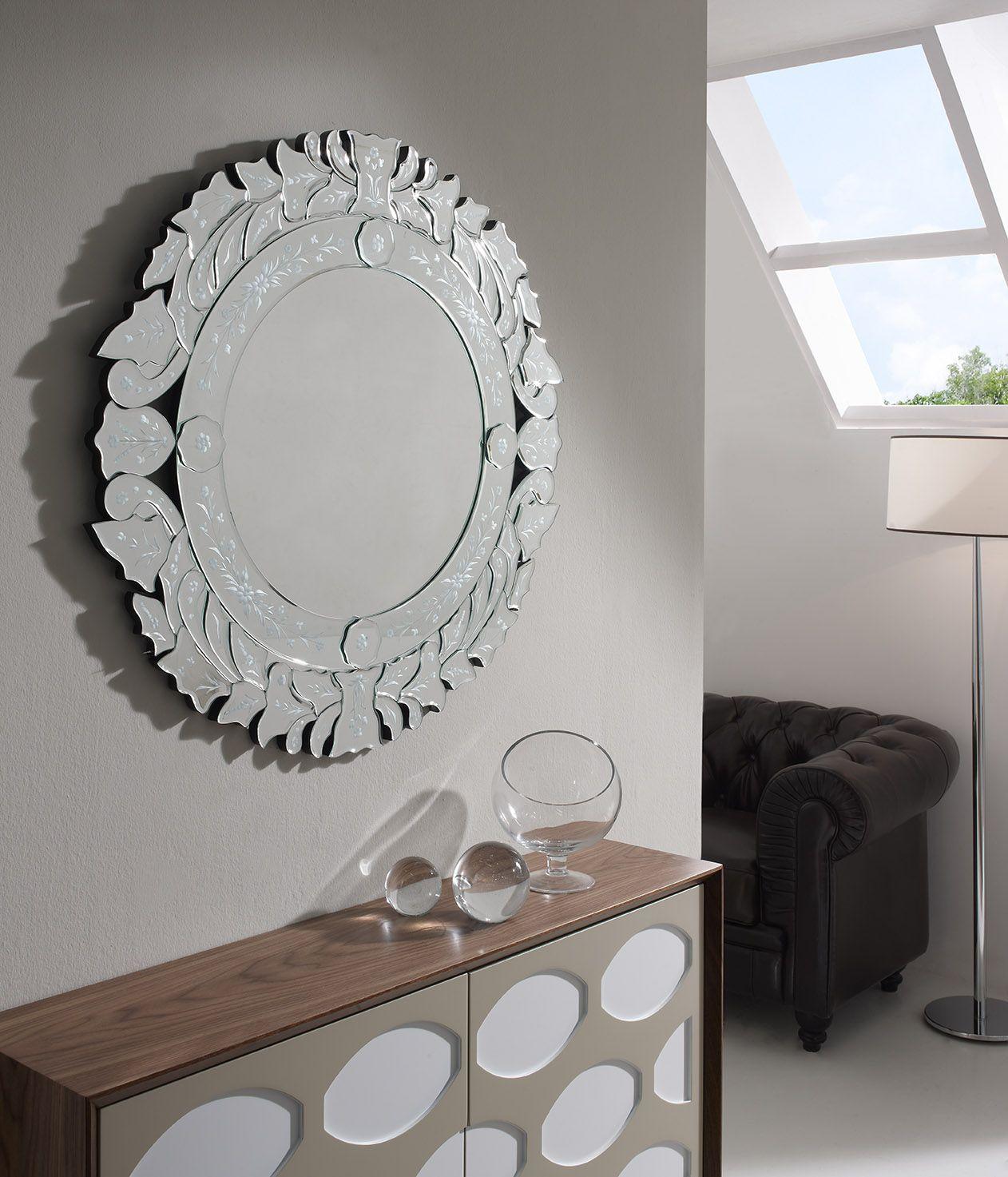 Espejo Audry con marco de lunas biseladas y talladas. Soporte en ...
