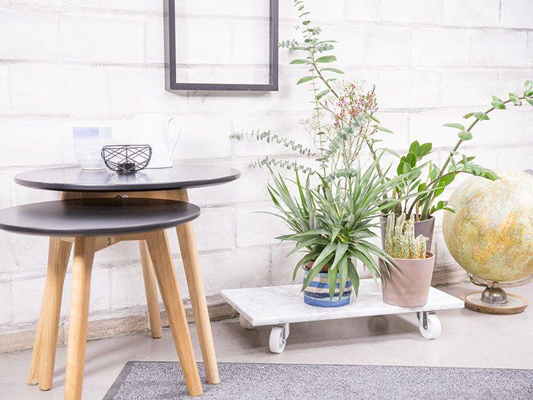 DIY-Anleitung: Rollbaren Pflanzenständer mit Folie selber machen via DaWanda.com