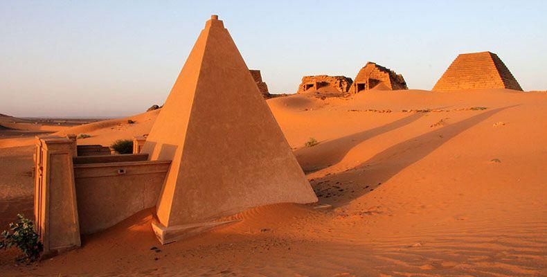 Meroe Cite Des Pharaons Noirs Zone Blanche Pyramide Site Archeologique Pharaon