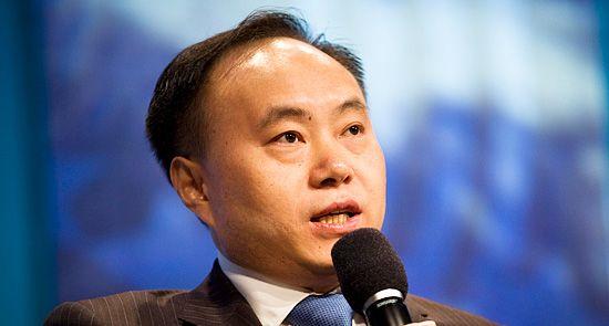 Shi Zhengrong, ha destinado acciones por valor de 125 millones de $ a la mejora de la educación en la India rural.