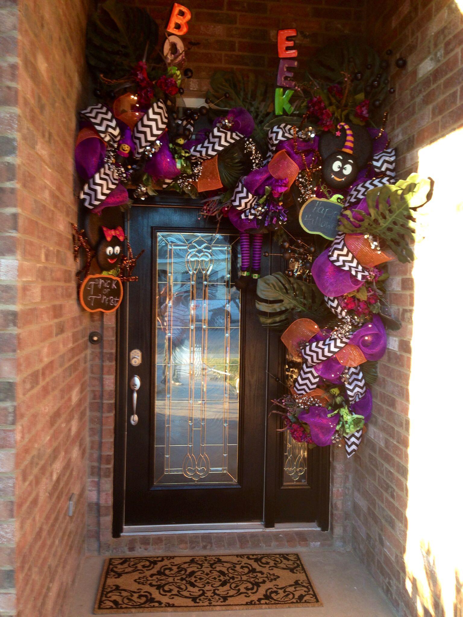 Halloween decor for small entry Halloween door