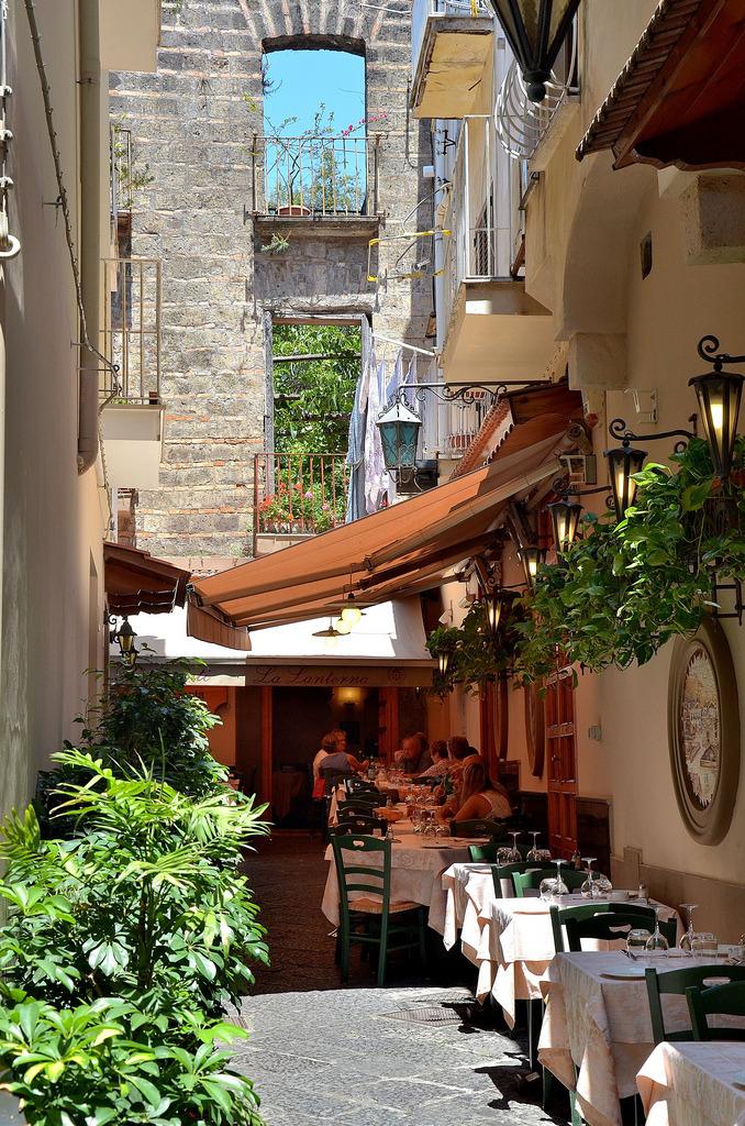 allthingseurope: Sorrento, Italy (by AMaleki) - ε≡ε≡ε≡(ノ´_ゝ`)ノ