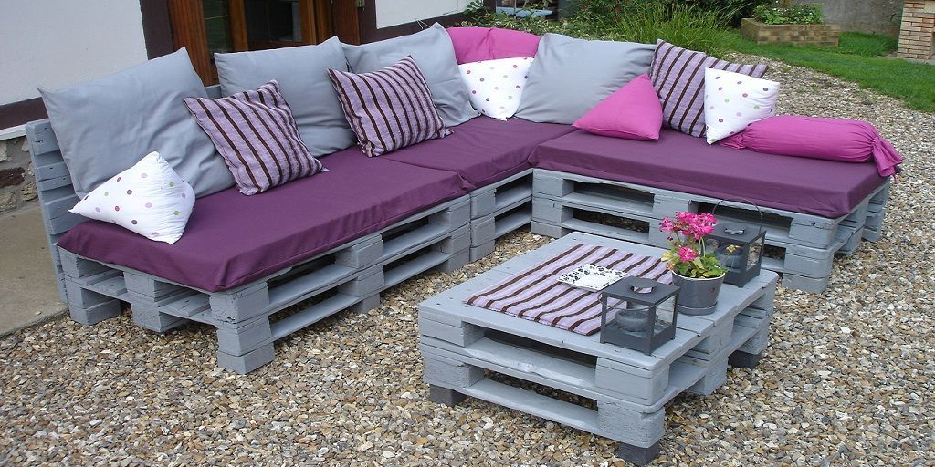 Corner Sofa Made From Pallets #cornersofa | Pallet Garden Furniture, Pallet Furniture Outdoor, Outdoor Furniture Plans