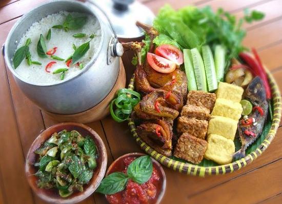 Nasi Liwet Khas Solo Banyak Dicari Selain Rasanya Yang Gurih Tambahan Bahan Pelengkap Lainnya Menjadikan Nasi Liwet Ini Sangat Spe Resep Makanan Resep Masakan