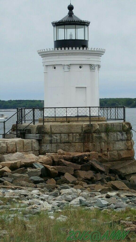 Portland Breakwater #Lighthouse - #ME. Gorgeous details ♡ Redneck&Frenchy http://dennisharper.lnf.com/