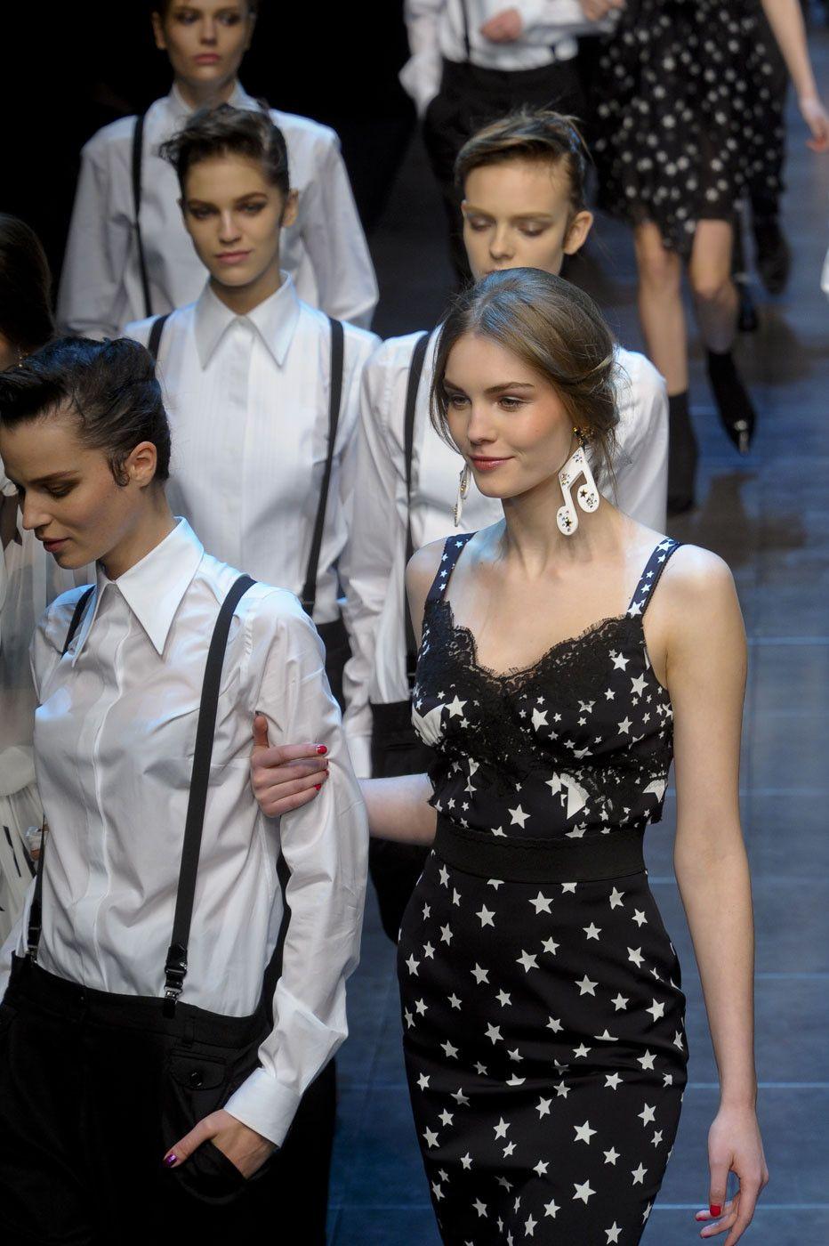 308 photos of Dolce & Gabbana at Milan Fashion Week Fall 2011.