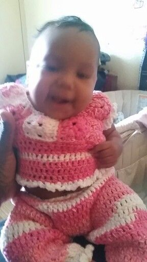 Crochet pink/white pants set Marcia 2 months old