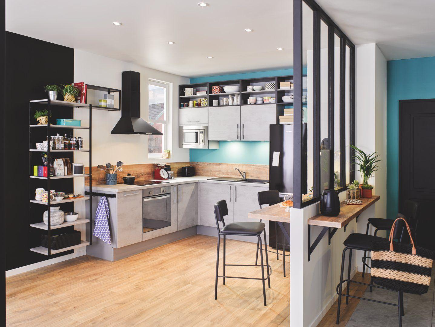 Cuisine VEGA+ Béton Clair - Placées au-dessus des meubles hauts