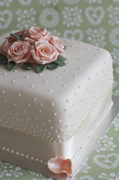 vintage pearls Anniversary and Birthday Cakes Juliet Stallwood