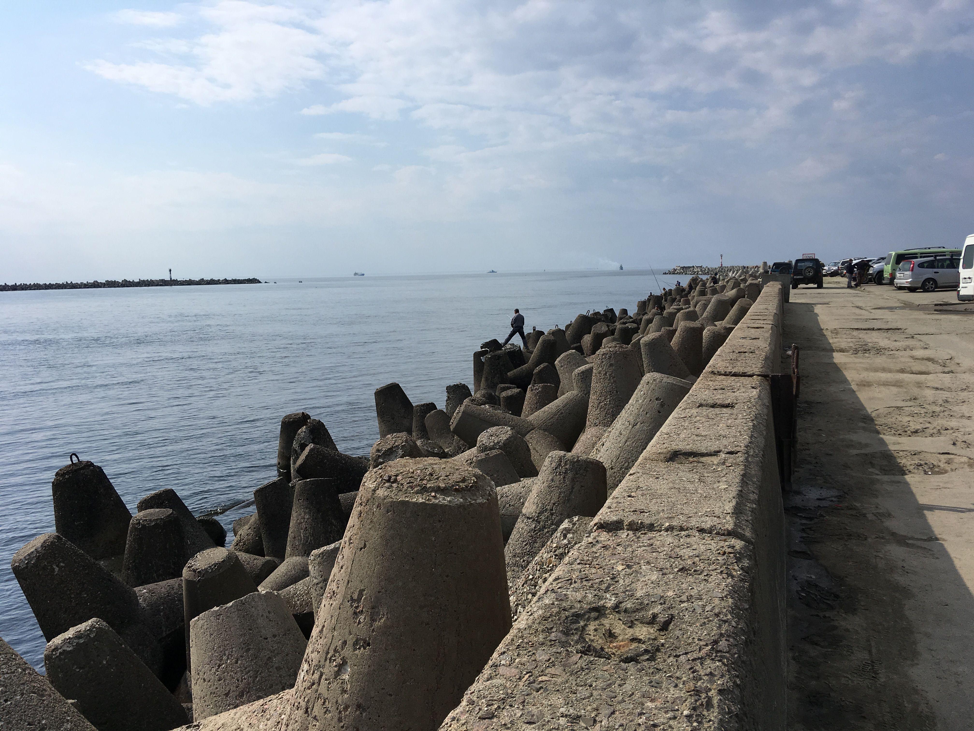 Пирс в море, впереди Европа