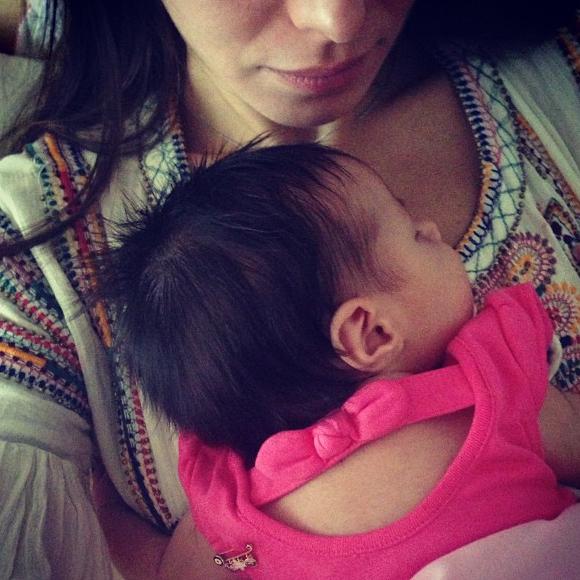 من هي هذه السلطانة التي تحمل طفلها الحقيقي صور Baby Face Face Sleep Eye Mask