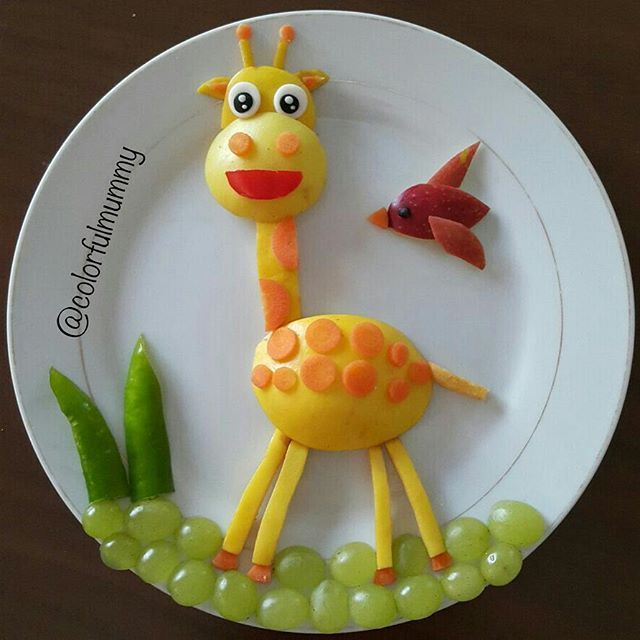 Küçük zürafa Ece nin okuldan gelmesini bekliyor.... Little giraffe is waiting for Ece to come back from school... apple carrot  pepper ayva üzüm elma  havuç biber
