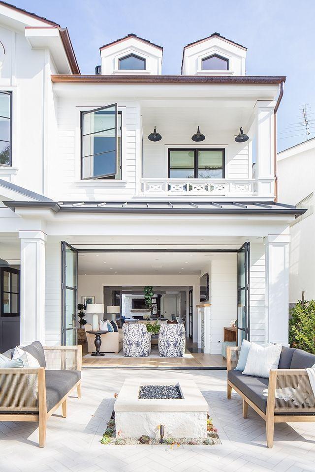 Small Lot Modern Farmhouse - Home Bunch Interior Design Ideas #deckpatio