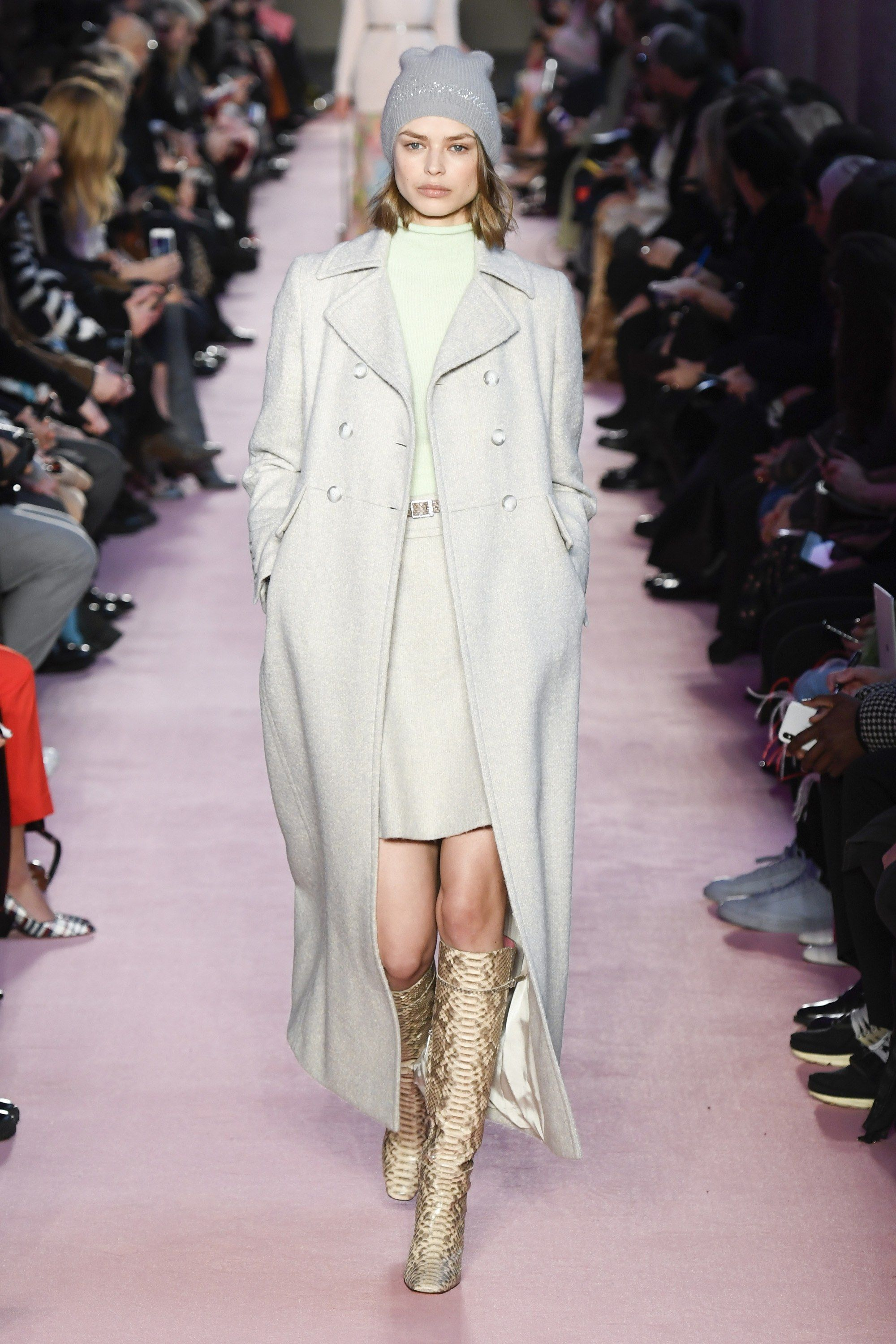 https://www.vogue.com/fashion-shows/fall-2018-ready-to-wear/blumarine/slideshow/collection#7