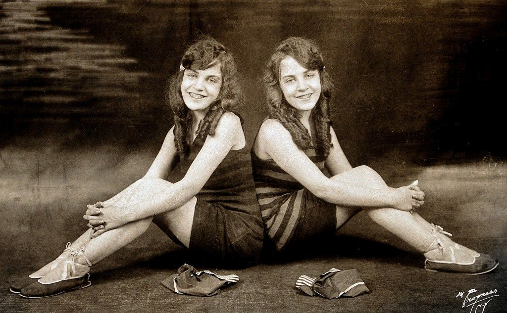 daisy_and_violet_hilton_c1927c