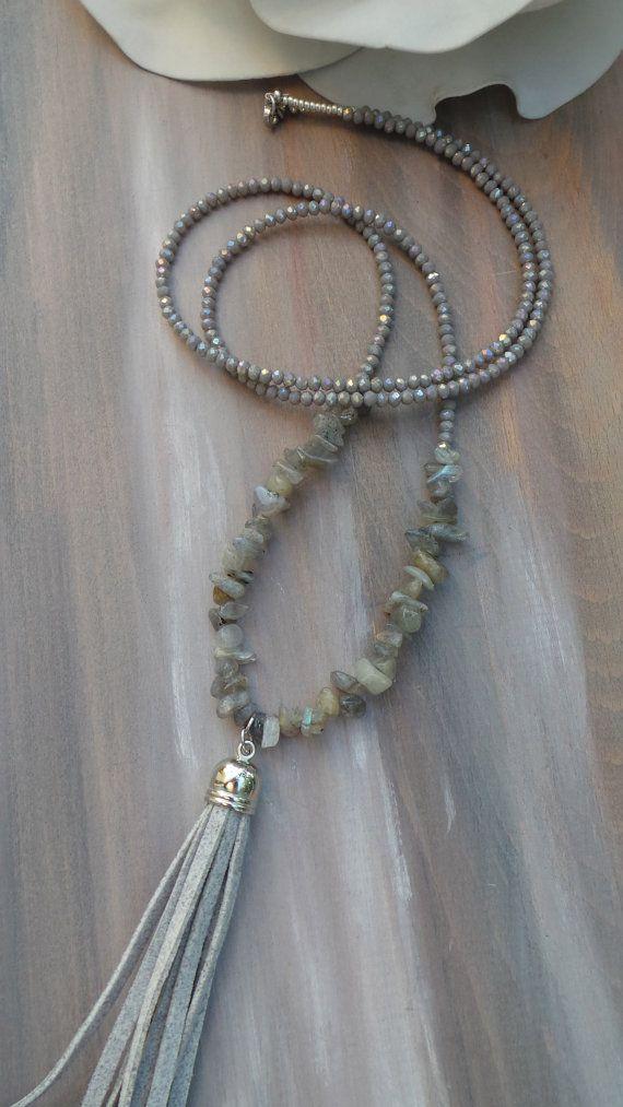 Lange Perlen grau Quaste Halskette. Lange Quaste Halskette mit Edelsteinen. Labradorit Halskette. Boho Quaste Halskette