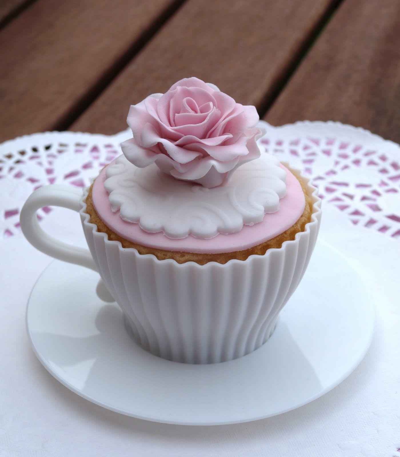 Vintage Chic tea cup cupcake