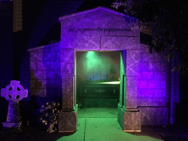 2015 - The Mausoleum (Exterior) Halloween Ideas Pinterest - halloween garage ideas