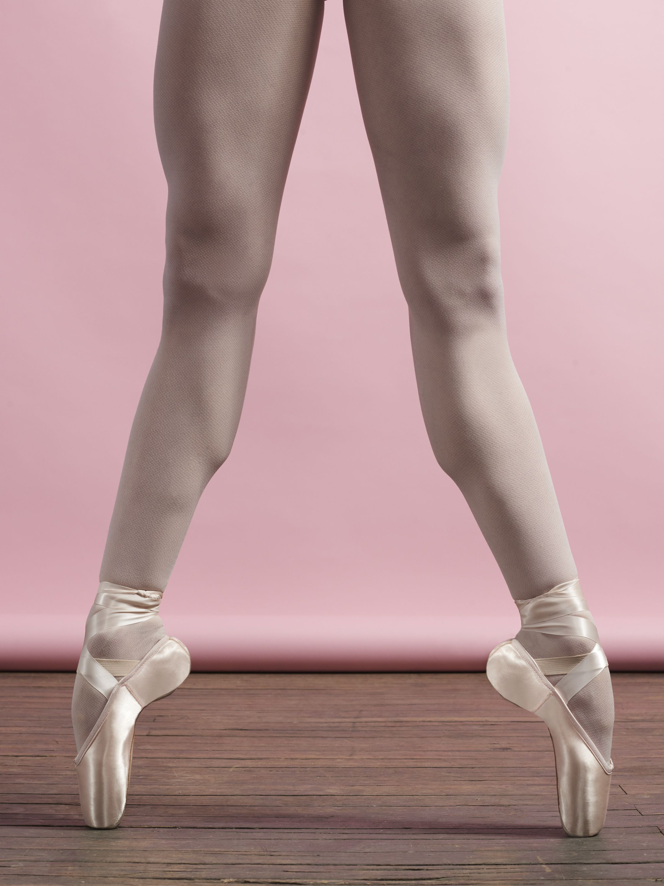Pointe Shoes Should Have Great Fit And Function While Looking Pretty Like Capezio S New Airess Shoe Fashionfrida Ballet Legs Ballet Photos Ballet Images