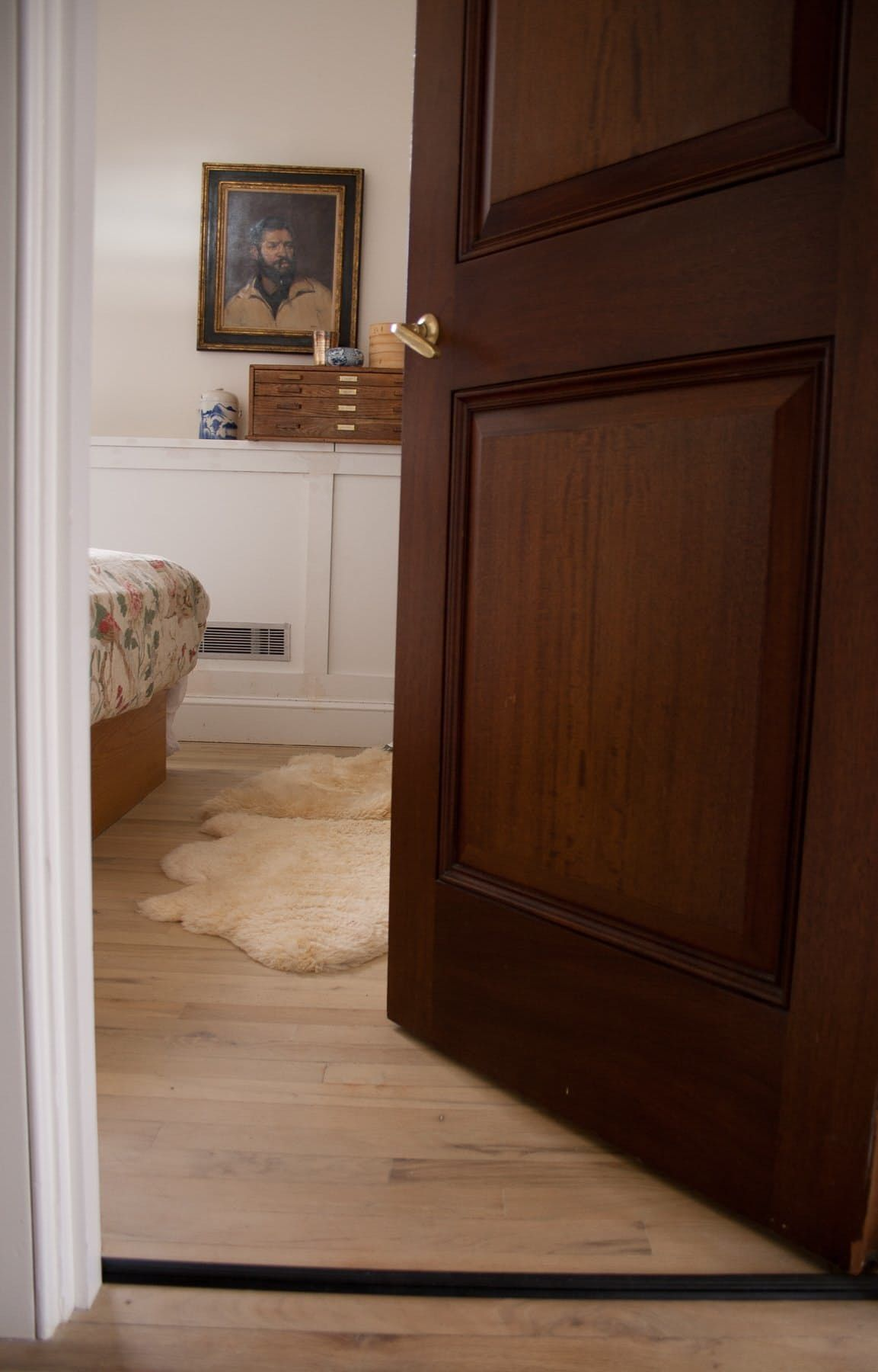 Soundproof Your Rental Bedroom In Under Minutes For - How to soundproof your apartment floor
