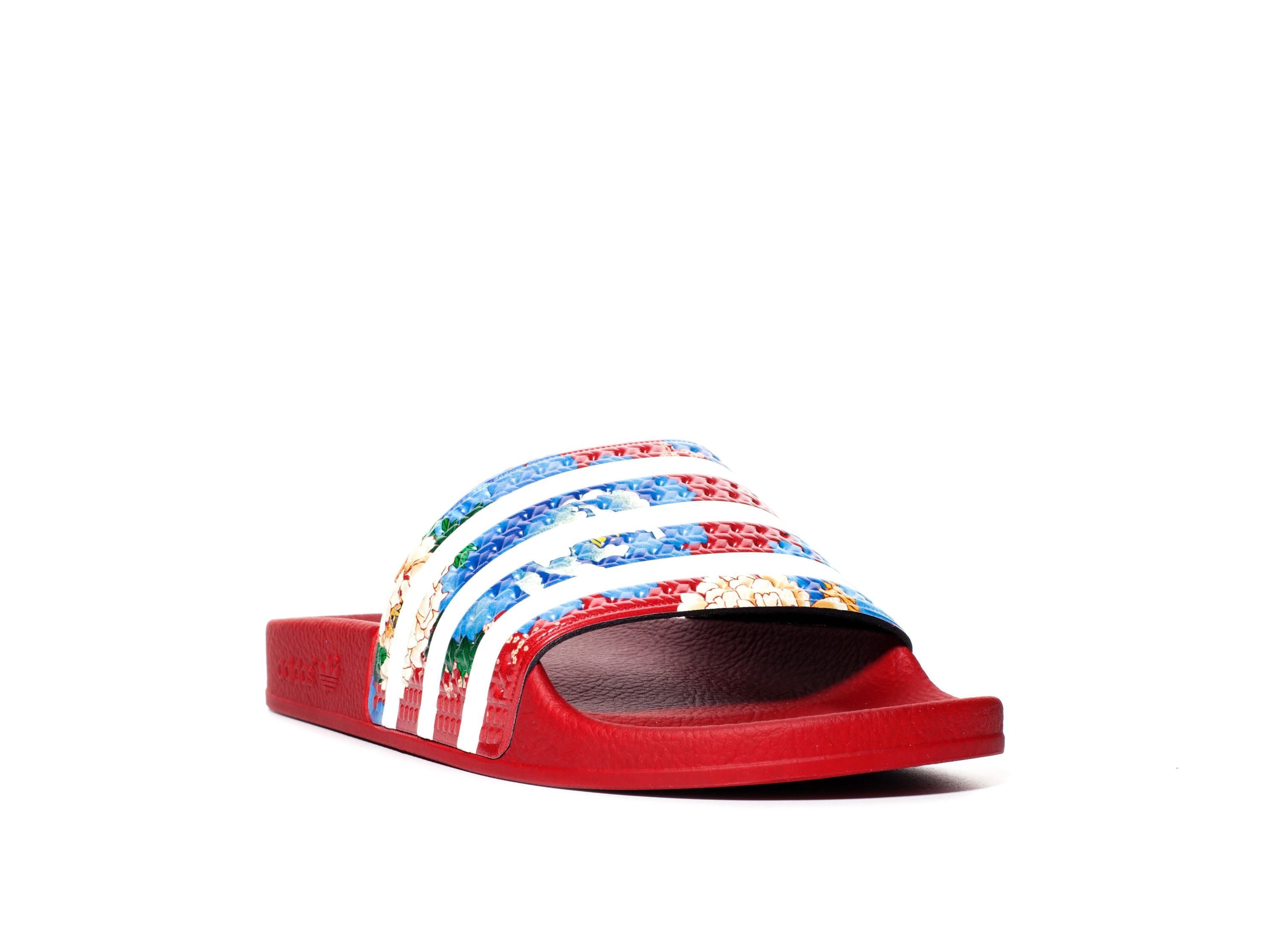 ADIDAS - ADILETTE FLORAL SLIDE - RED Comfort and style meet with the  Adilette Slide.