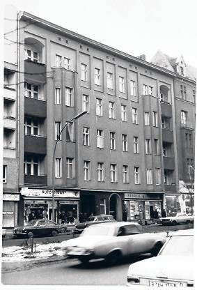 berlin sch neberg hauptstra e 155 david bowie iggy pop lebten hier von 1976 1978 this is. Black Bedroom Furniture Sets. Home Design Ideas