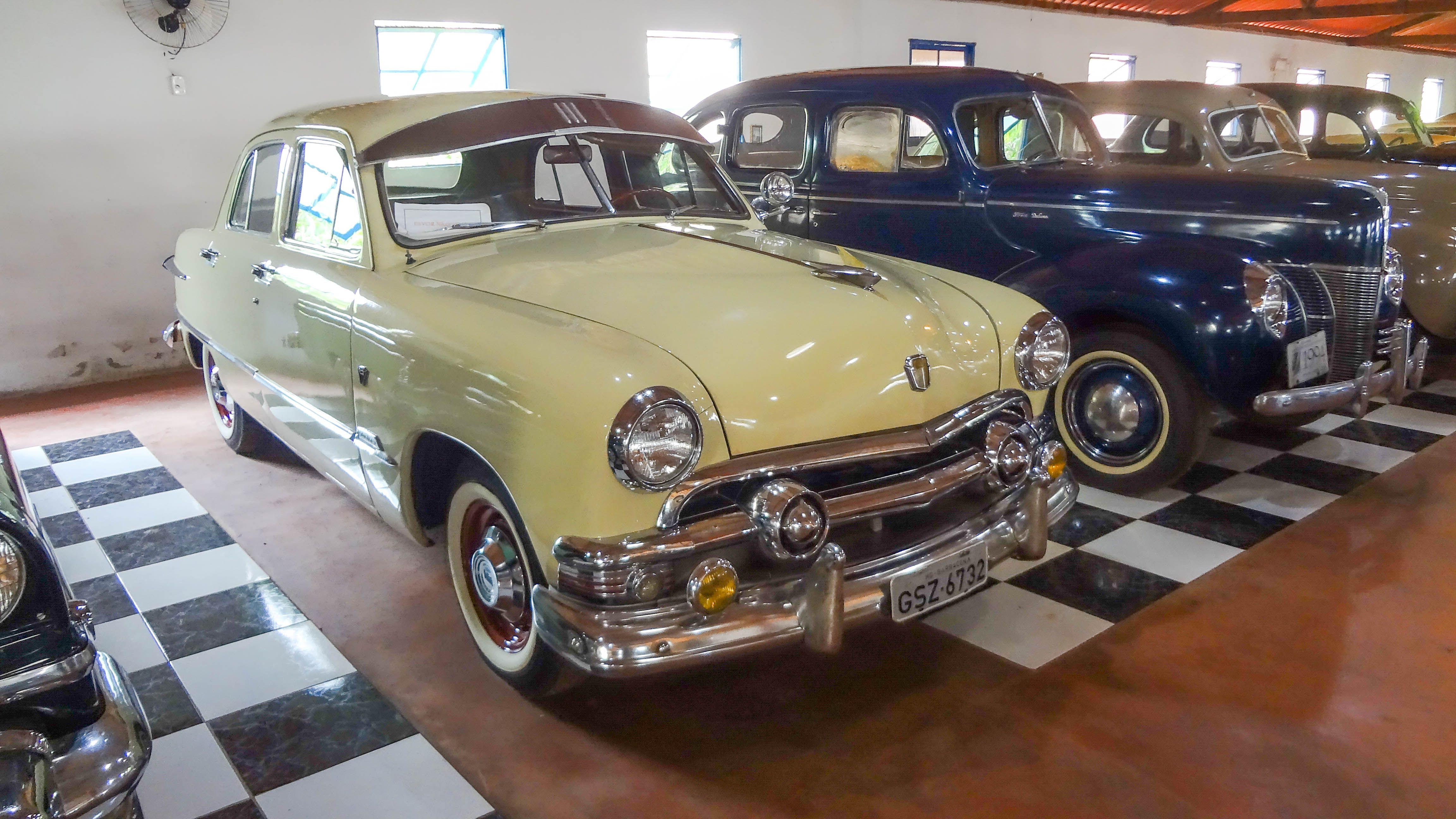 Ford Custom 1951 Usa O Museu Do Automovel Foi Inaugurado Em 2006