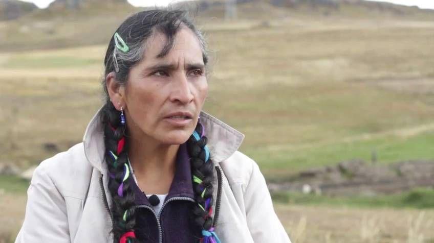 Estrenamos en primicia en Internet el documental  Las Damas Azules , que relata la lucha de un grupo de peruanas contra la industria minera