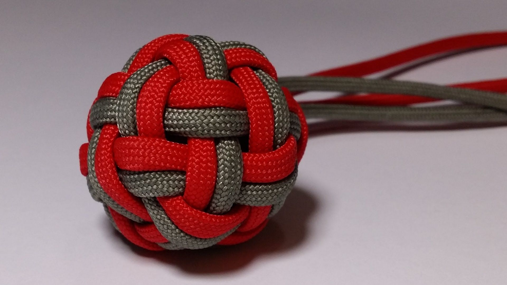 How to make a Double Globe Knot [by ParacordKnots