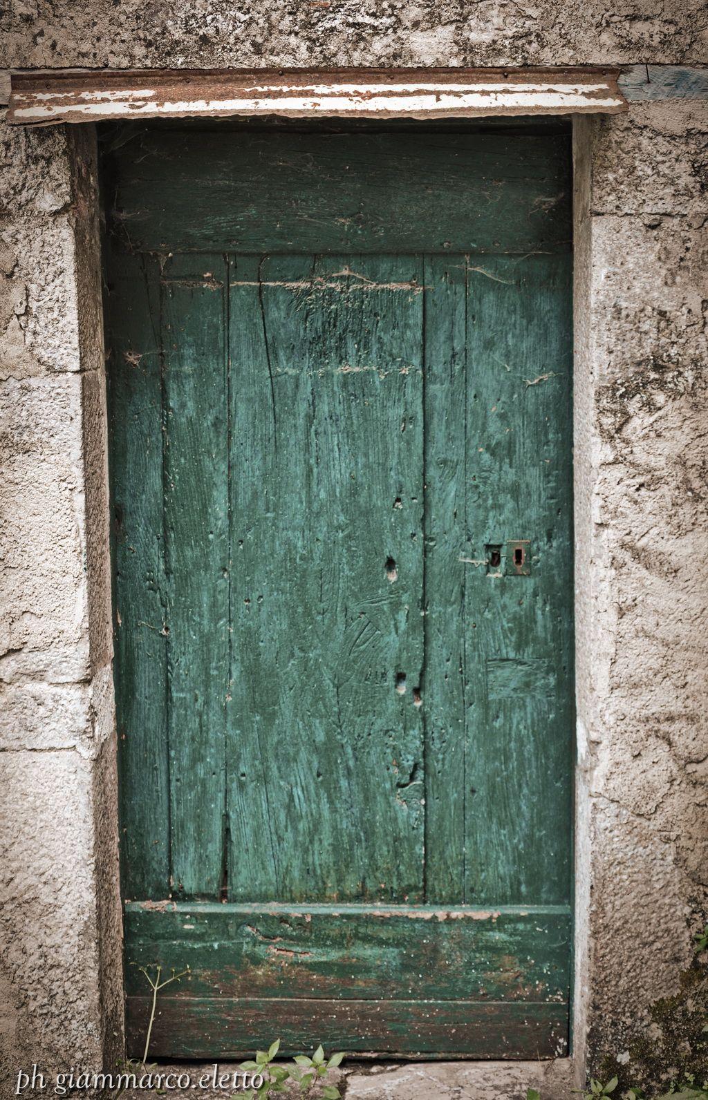 Mobili Avellino E Provincia porta antica delle vecchie cantine di caposele in provincia