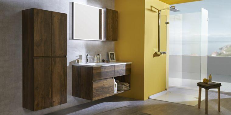Idea arredo bagno moderno, armadio di legno con quattro porte ...