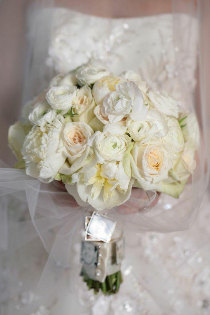 White ohara roses peonies and ranunculus flower bridal bouquet by white ohara roses peonies and ranunculus flower bridal bouquet by bloomin buckets photography susan jackson photography wedding planner cosmopolitan mightylinksfo