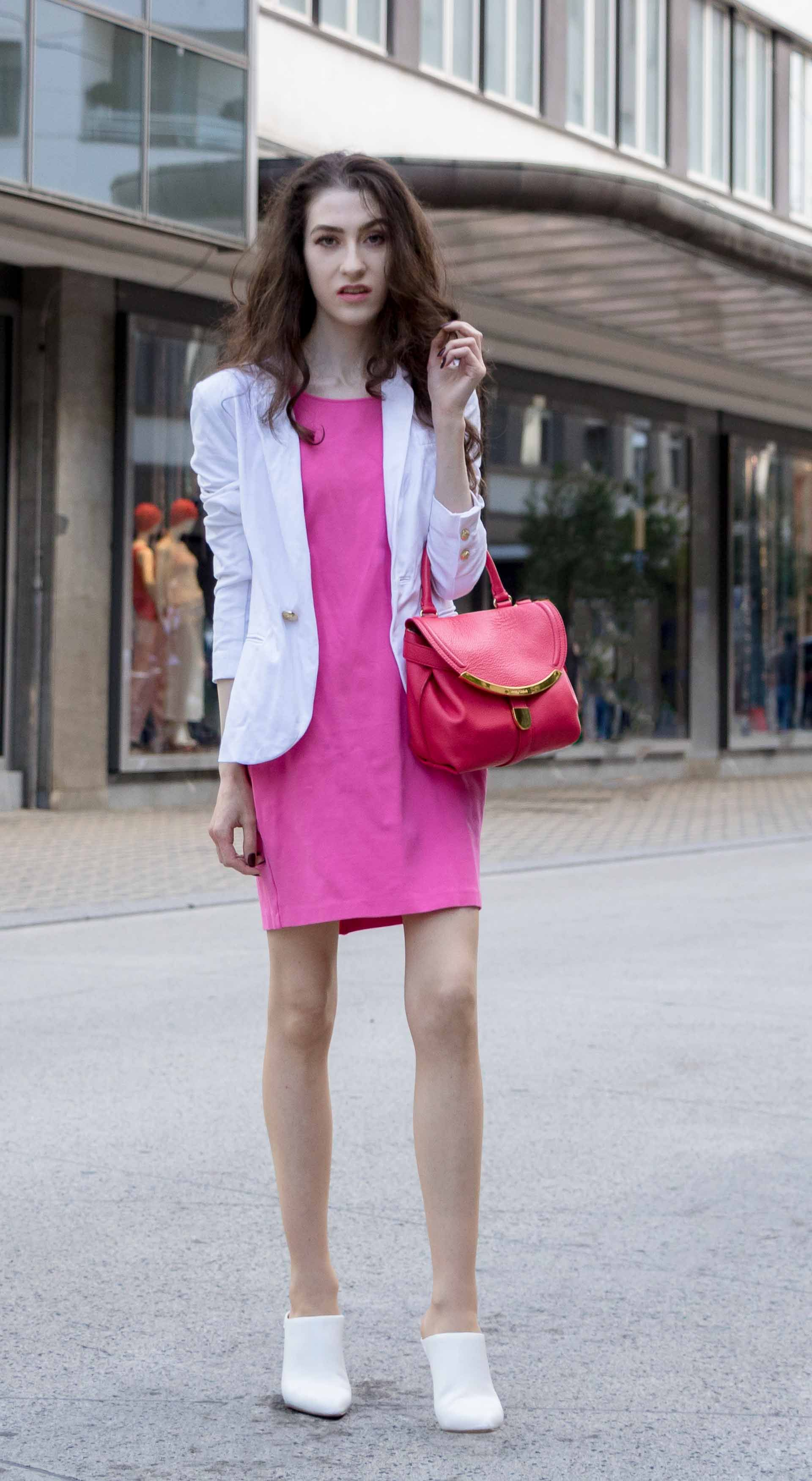 8abb7f273af9 Fashion Blogger Veronika Lipar of Brunette from Wall Street dressed in summer  business casual outfit